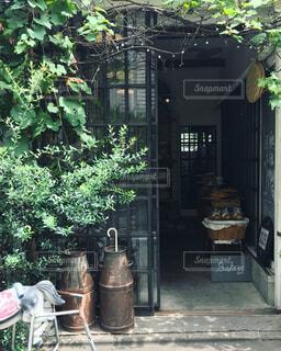 カフェの入り口の写真・画像素材[674499]