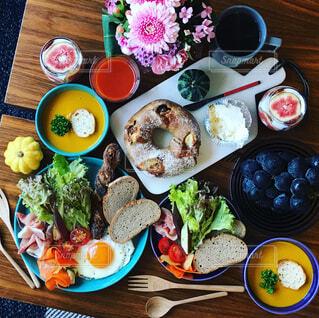 パンとスープの朝ごはんの写真・画像素材[856657]