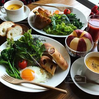 野菜たっぷり朝ごはんの写真・画像素材[974614]