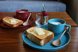 シンプルな朝ごはんの写真・画像素材[993220]