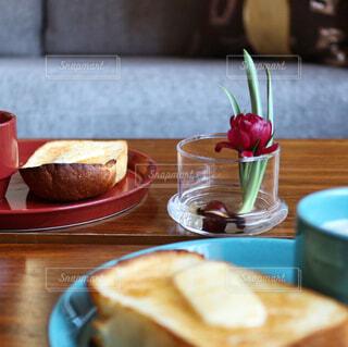 花のあるテーブルの写真・画像素材[993223]