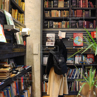 本棚は本でいっぱいの写真・画像素材[1075964]