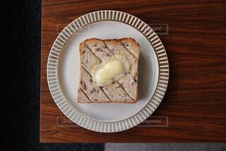 雑穀入り食パンのバタートーストの写真・画像素材[1235104]