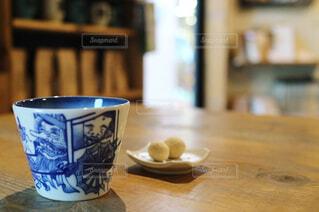 湯のみに入った緑茶の写真・画像素材[1295408]