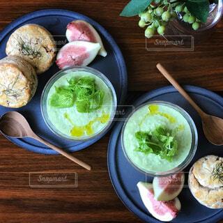 きゅうりのスープと自家製スコーンサレの写真・画像素材[1382139]