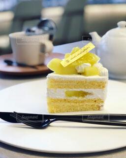 季節のフルーツのショートケーキの写真・画像素材[1597023]