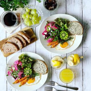 カラフル野菜の朝ごはんの写真・画像素材[2232422]