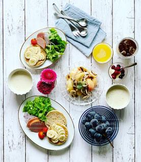 朝ごはんのテーブルの写真・画像素材[2394573]