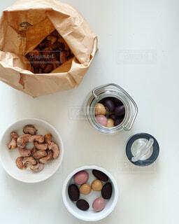 ナッツ専門店のナッツとチョコレートの写真・画像素材[3668974]