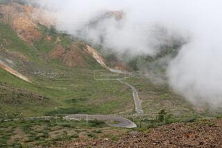 雲がかかる磐梯山の写真・画像素材[3670004]