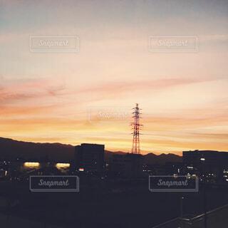 夕暮れ時の都市の景色の写真・画像素材[1690968]