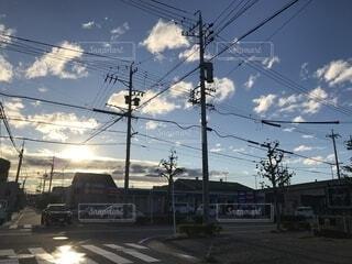 台風が過ぎ去った朝の日の出の写真・画像素材[1692248]