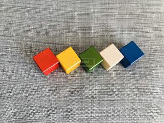 ブロックで作ったチェーン ブロックチェーンの写真・画像素材[1694715]