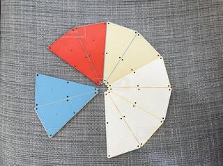 近くに傘のアップの写真・画像素材[1846513]
