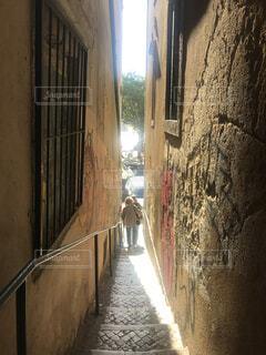 狭い通りの写真・画像素材[1718367]