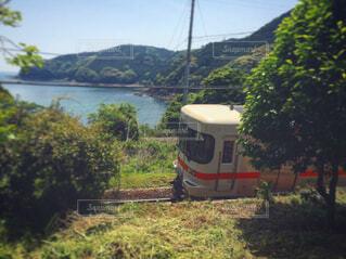 山の中を走る汽車の写真・画像素材[1699466]