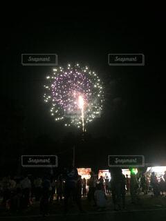 夜空に花火の写真・画像素材[1697288]