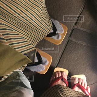 ソファに座る人の写真・画像素材[1701516]