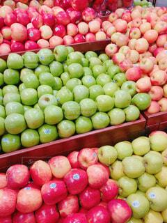 海外のスーパーのりんごの写真・画像素材[1704353]