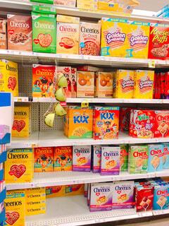 海外スーパーのシリアルコーナーの写真・画像素材[1704396]