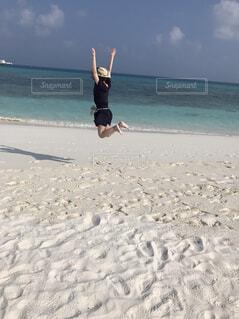 モルディブでジャンプ!の写真・画像素材[1701664]