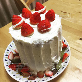 無印良品の特大バウムを使ったクリスマスケーキの写真・画像素材[1701336]