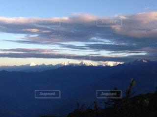 雪の覆われた山々の景色の写真・画像素材[1702426]