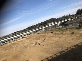 週末の多摩川の写真・画像素材[1705369]