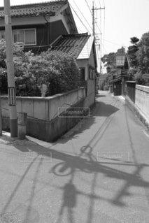 道の端にサインの写真・画像素材[1702406]