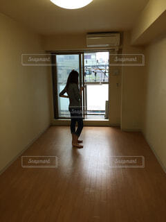 木製の床の部屋の写真・画像素材[1702703]