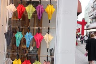 色とりどりの傘の写真・画像素材[1718758]