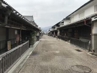 歴史的な町並みを歩くの写真・画像素材[1703082]