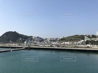 美しい海と町の写真・画像素材[1744185]