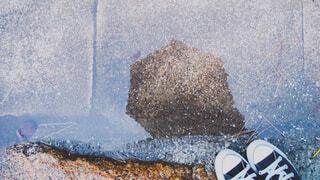 水たまりと傘の写真・画像素材[1707099]
