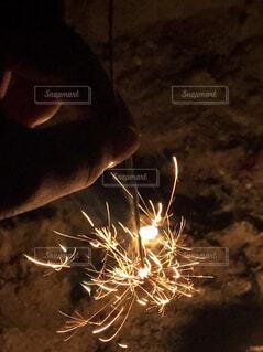 線香花火の写真・画像素材[1712933]