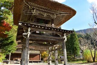 白川村の仏閣。仏閣まで合掌造りの写真・画像素材[1704624]