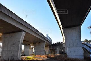 道路の下の写真・画像素材[2062630]