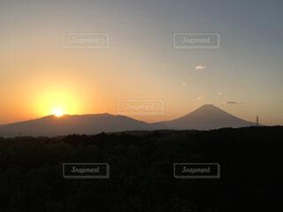 夕日と富士山の写真・画像素材[1704750]