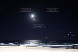 夜のビーチの写真・画像素材[1705174]