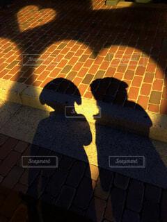 ふたりの影の写真・画像素材[1726597]