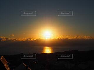 海からの日の出の写真・画像素材[1705902]