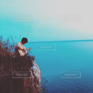 水で泳ぐ男の写真・画像素材[1706588]