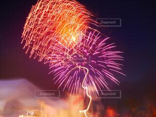 綺麗な花火の写真・画像素材[2375496]