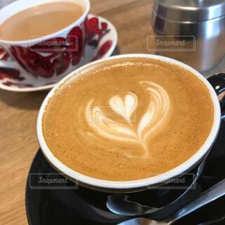 テーブルの上のコーヒー カップの写真・画像素材[1803587]