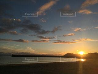 沈む夕日の写真・画像素材[1714281]