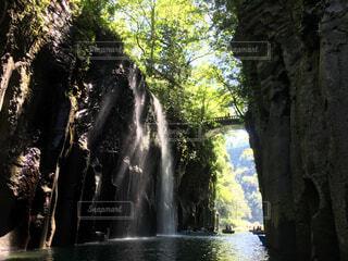 滝の下からの写真・画像素材[1717303]