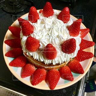 いちごたっぷりケーキの写真・画像素材[1758455]