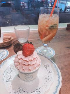いちごのカップケーキの写真・画像素材[1710554]
