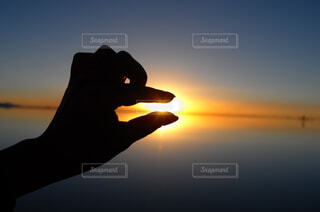ウユニ塩湖のサンセットの写真・画像素材[1724474]