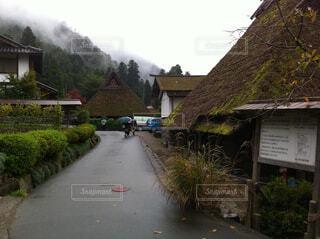 田舎の細い道の写真・画像素材[1711631]